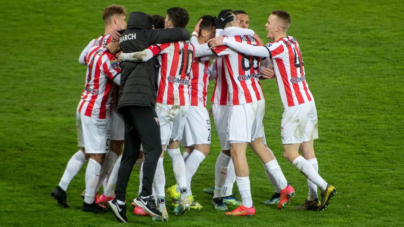 Radość ze strzelonego gola trwała bardzo krótko. Fot. Krzysztof Kalinowski/LoveKraków.pl