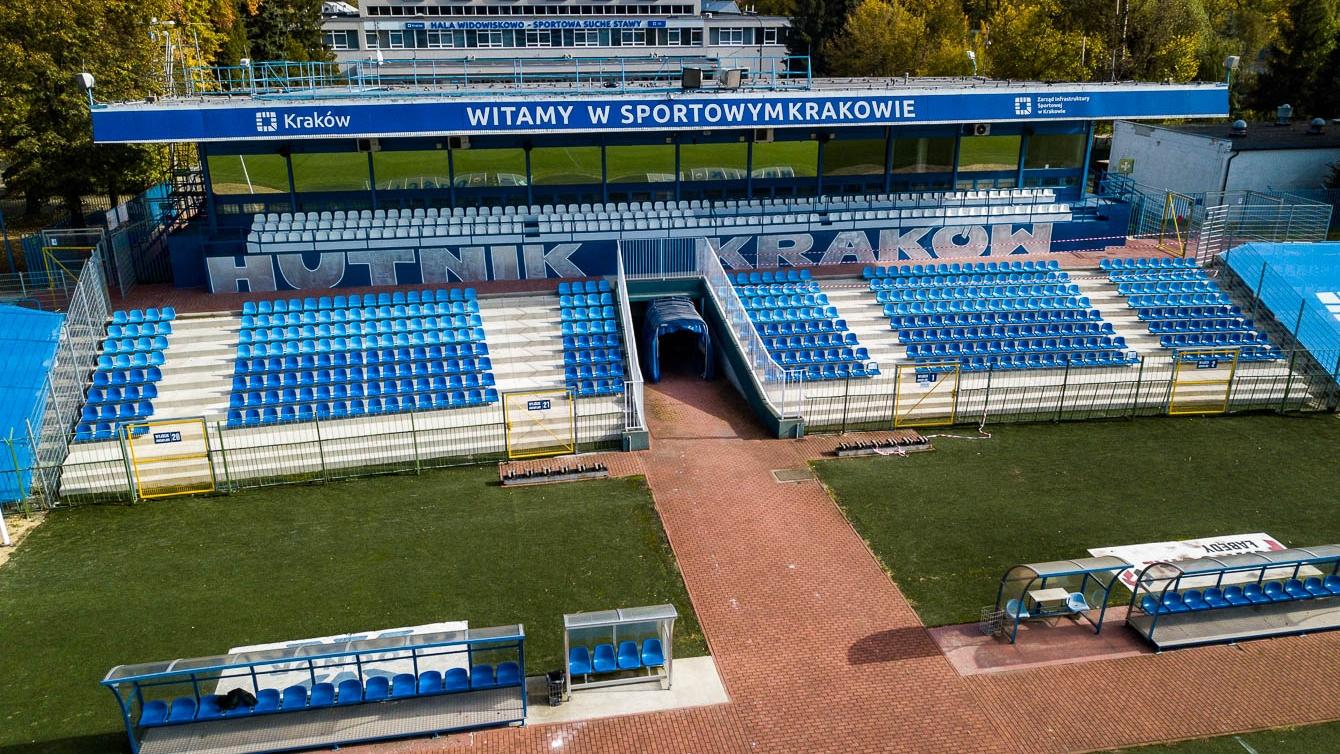 Zmodernizowana trybuna główna Stadionu Miejskiego Hutnik Kraków. Fot. LoveKraków.pl