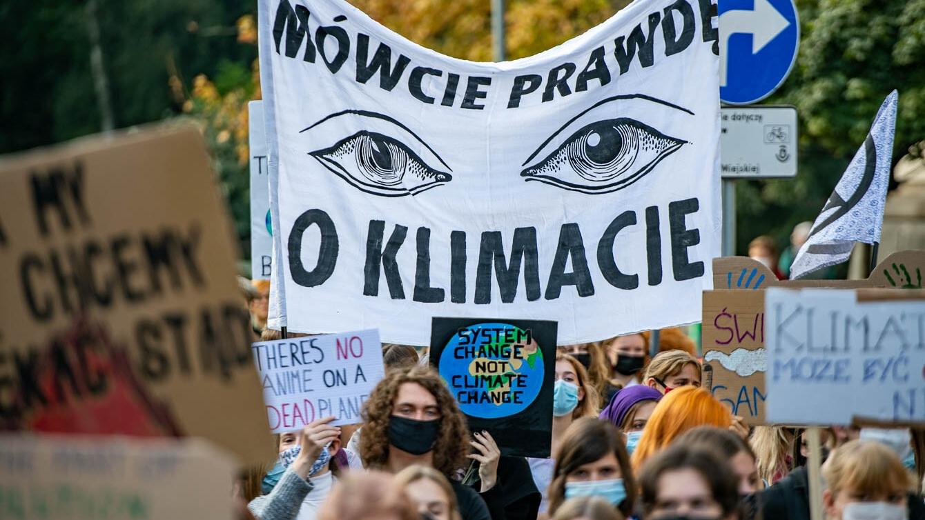 Ulicami Krakowa przejdzie Młodzieżowy Strajk Klimatyczny - Aktualności -  LoveKraków.pl